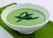 Asparagus Leek Soup by @BlenderBabes