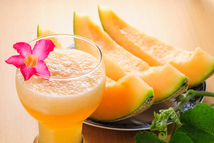 Cantaloupe Craze Smoothie made in your Blendtec or Vitamix blender by @BlenderBabes