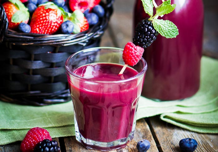 Dr. Oz Berries and Greens Smoothie Recipe from @BlenderBabes