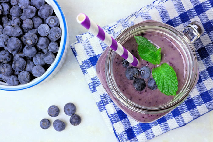 Dr Oz Almond Butter and Jelly Smoothie Recipe via @BlenderBabes