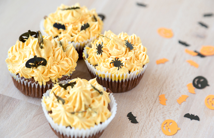 Mini-Chocolate-Cupcakes-with-Pumpkin-Spice-Frosting
