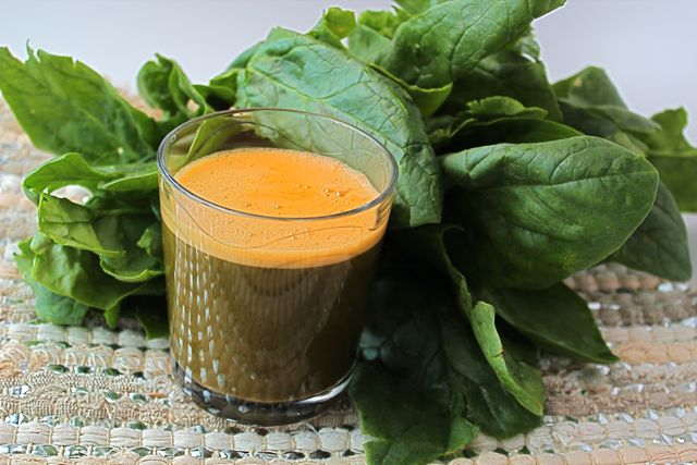 Spinach Carrot Juice Recipe by @BlenderBabes