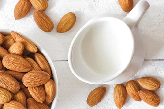 How to Make Your Own Almond Milk in a Blendtec or Vitamix Blender by @BlenderBabes