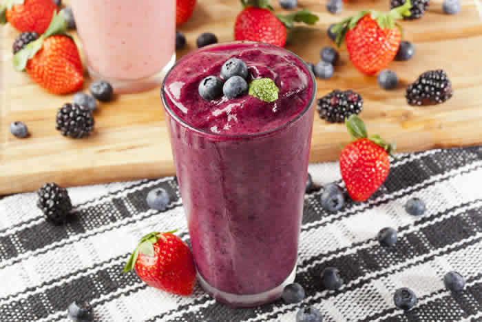 Alton Brown Berry Smoothie Recipe by @BlenderBabes