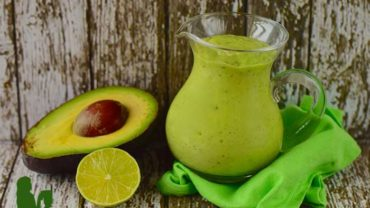 Healthy Avocado Dressing Dip Recipe by @BlenderBabes