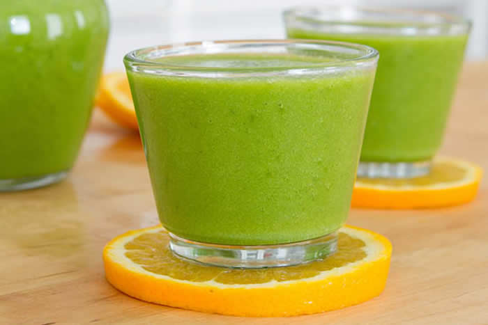 C Punch Green Smoothie| Healthy Smoothie Recipes by @HealthfulPursuit via @BlenderBabes