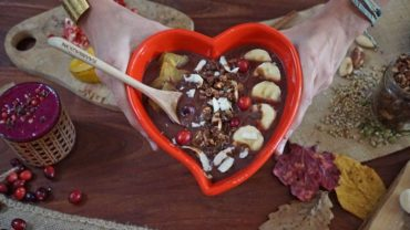 Cinnamon Spice Cookie Acai Smoothie Bowl Recipe