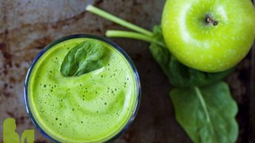 Detox Apple Ginger Green Juice Recipe by @BlenderBabes