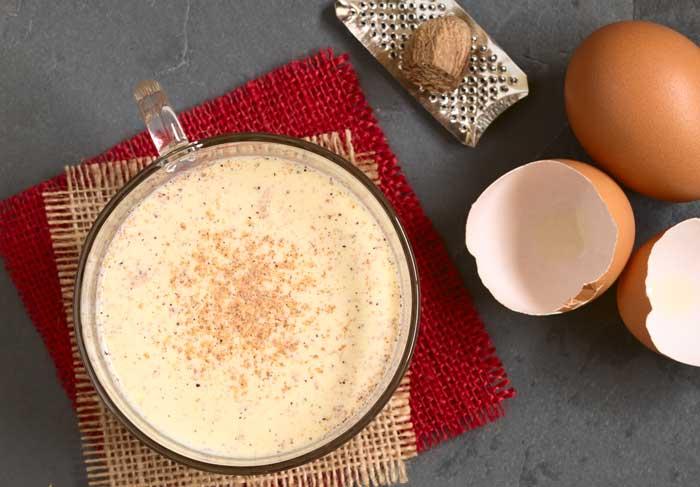 Easy Hot Eggnog recipe via @BlenderBabes