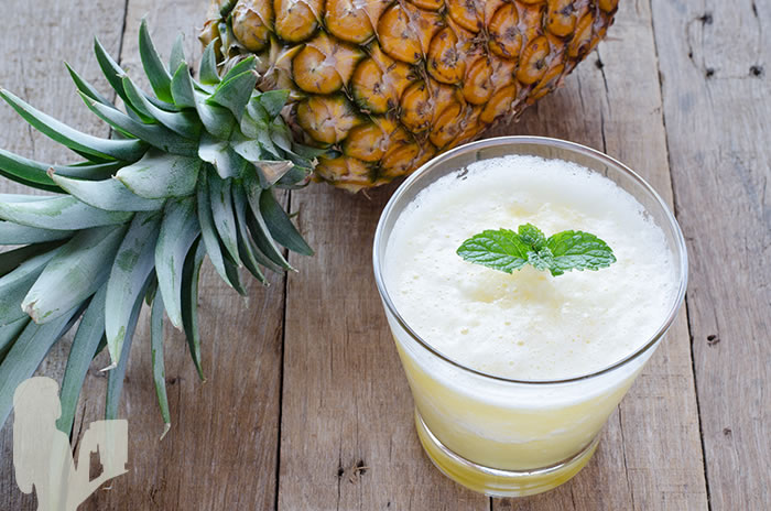 Hydrating Pre or Post-Workout Pineapple Melon Mint Smoothie