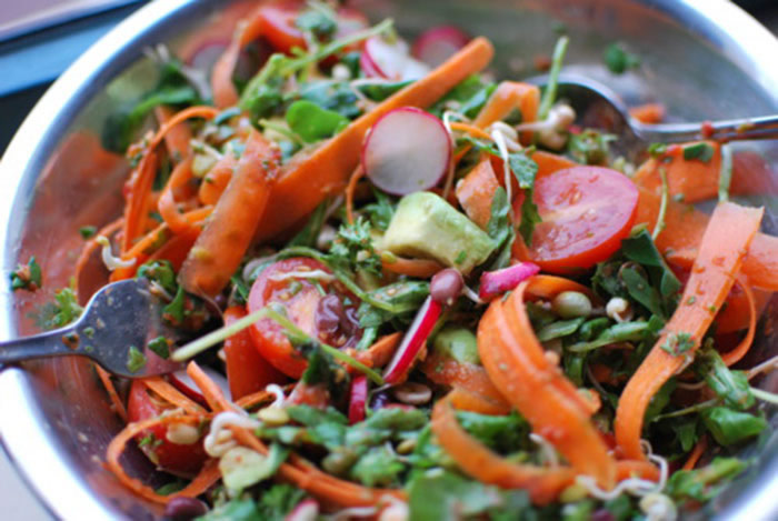 Kimberly Snyder's Oil Free Red Pepper and Cilantro Dressing Recipe in a Blendtec or Vitamix from @BlenderBabes