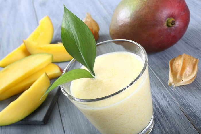 Mango Smoothie made in your Blendtec or Vitamix blender by @BlenderBabes