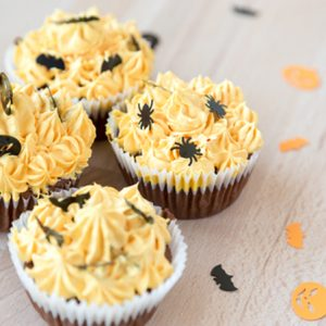 Halloween Gluten-free vegan mini chocoloate cupcakes with pumpkin spice frosting via @BlenderBabes