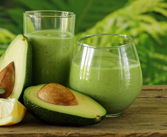 Opposites Attract Spicy Sweet Green Smoothie without Bananas by @BlenderBabes #greensmoothies #kalesmoothies #healthysmoothies #smoothies #blenderbabes