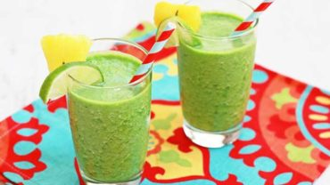 Pineapple Ginger Kale Green Smoothie Recipe by @BlenderBabes