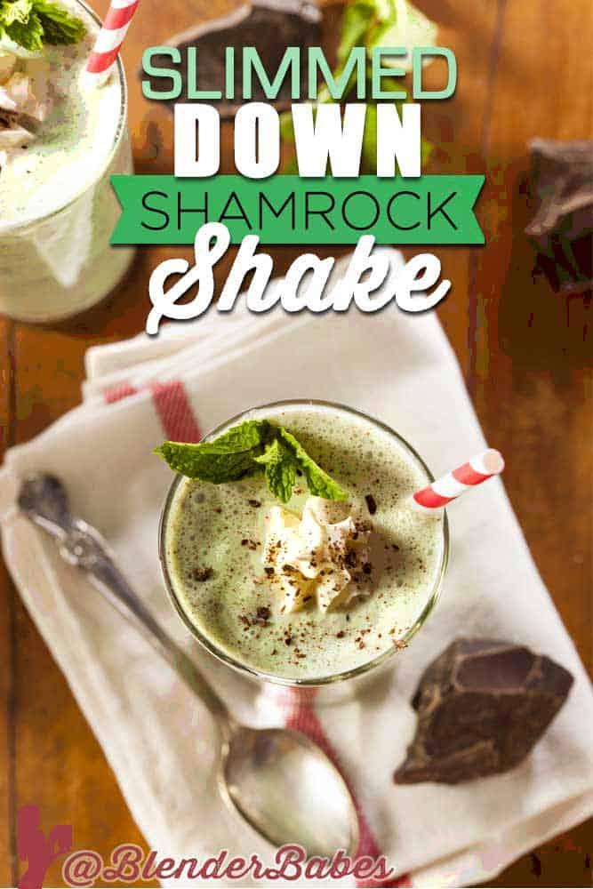 Healthy Vegan Shamrock Shake Smoothie Recipe by @BlenderBabes #vegan #shamrockshake #mintshake #stpatricksrecipes #blenderbabes