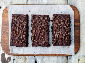 Easy Sweet Potato Brownies | Healthy Brownie Recipes via @BlenderBabes