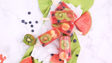Watermelon Popsicles Recipe with Fruit via @BlenderBabes #watermelonpopsicles #watermelonrecipes #popsiclerecipes #snacksforkids #blenderbabes