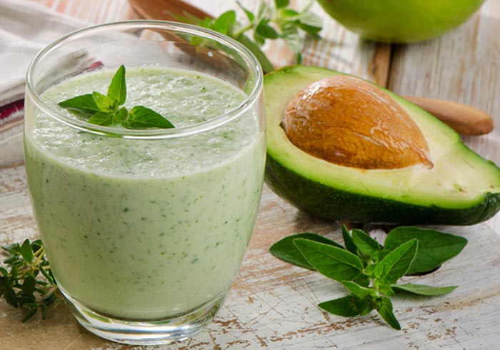 Super green avocado smoothie recipe by @BlenderBabes