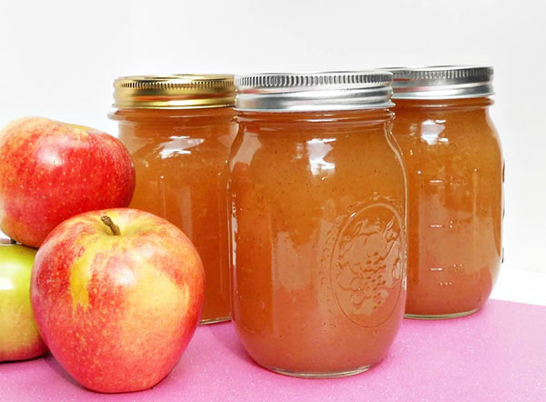 Easy Apple Butter Spread Recipe by @BlenderBabes
