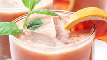 Easy Blood Orange Mojito Recipe on @BlenderBabes