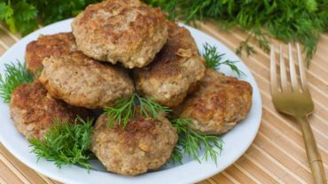 Alton Brown's Lean and Fresh Breakfast Sausage Recipe | Homemade Breakfast Sausage Recipe
