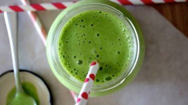 Vegan Vanilla Cake Batter Green Smoothie Recipe by @BlenderBabes