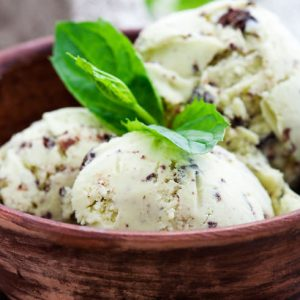 clean chocolate mint ice cream in a blendtec or vitamix blender
