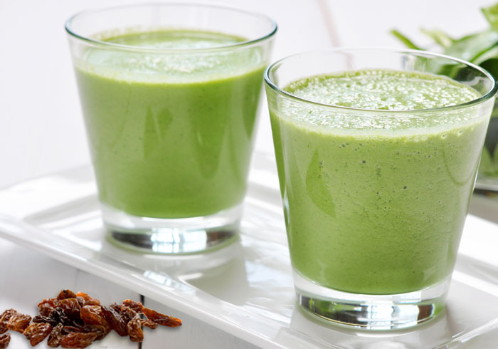 RAISIN GREEN SMOOTHIE SHAKE RECIPE by @BlenderBabes